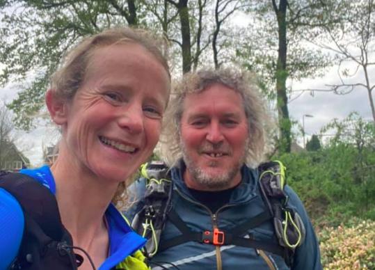Irene Kinnegim richting 200 kilometer, beleeft zwaar moment: 'Iets in mijn linkerbeen doet iets teveel pijn'