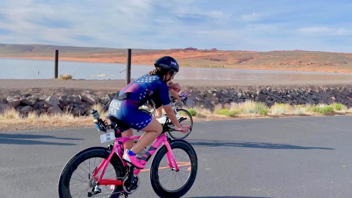Deelnemers IM 70.3 St. George redden leven mede-triatleet: 'Het is maar een race'