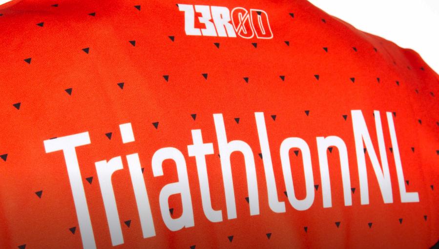 Bekijk hier de Z3R0D Agegroupkleding TriathlonNL