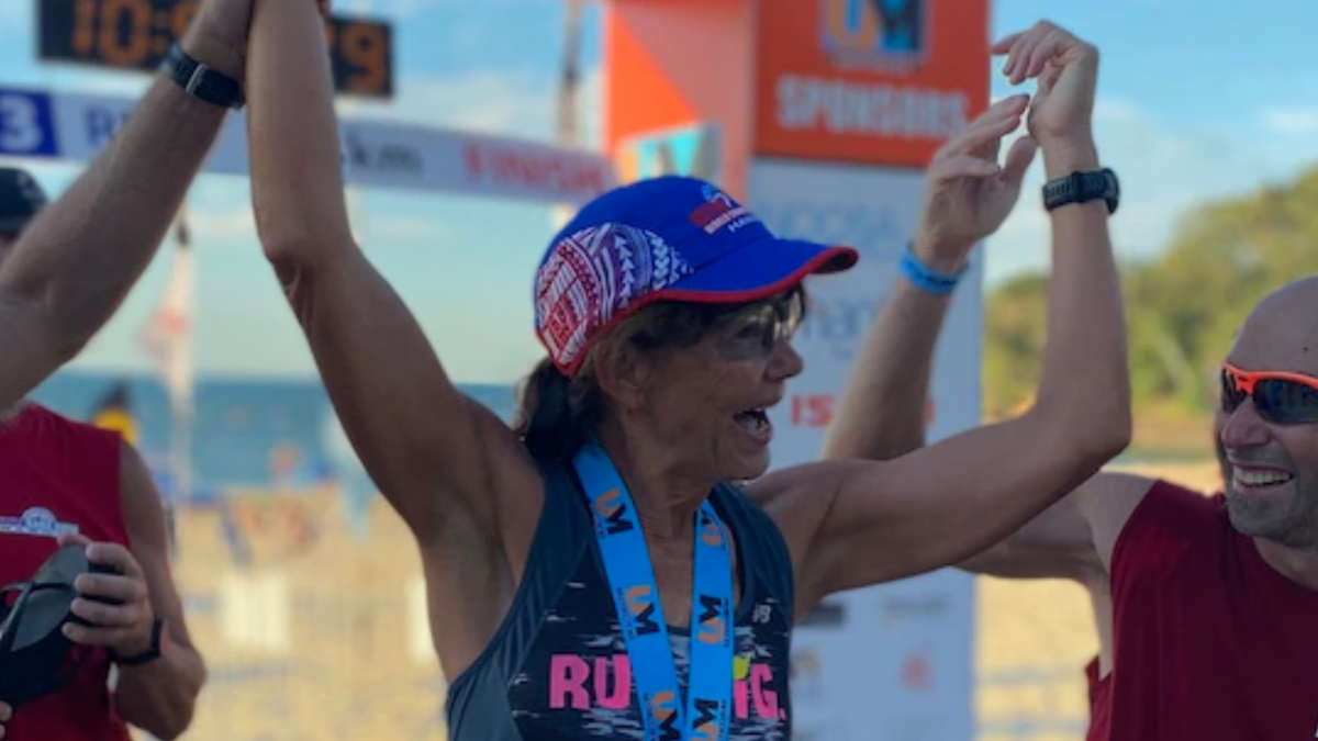 62-jarige 'Ultra Nana' verbreekt AG Wereldrecord in 515 kilometer lange Ultraman Australia