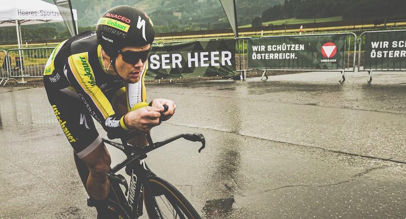 Christoph Strasser verpulvert wereldrecord 24 uur fietsen: 1026.21 kilometer