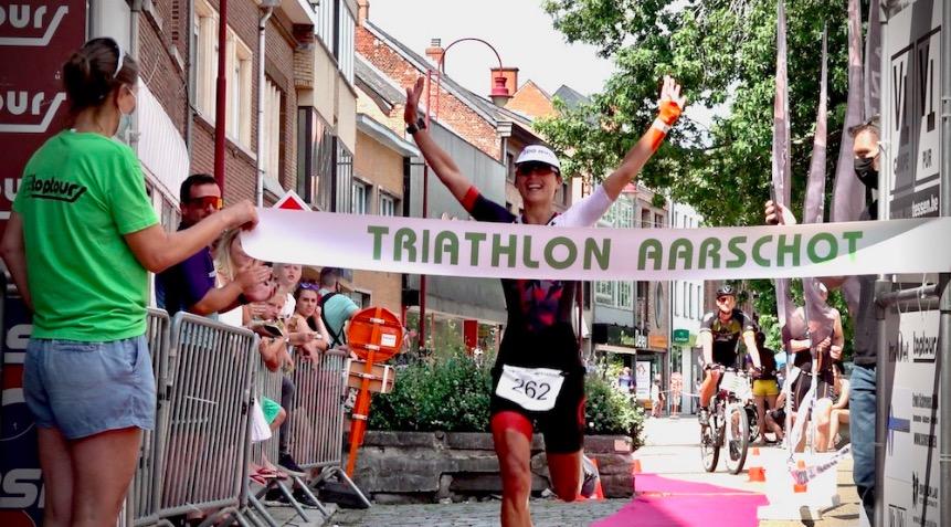Diede Diederiks troeft Belgische favorieten af en wint Hageland Power Triatlon