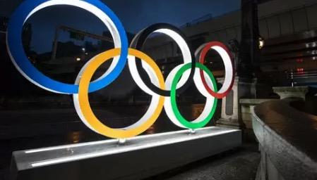 Slecht weer Tokyo, Olympische vrouwentriathlon met kwartier uitgesteld