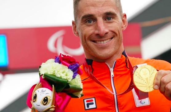 Jetze Plat maakt gouden Paralympische triple af: drie keer op rij Paralympisch Kampioen