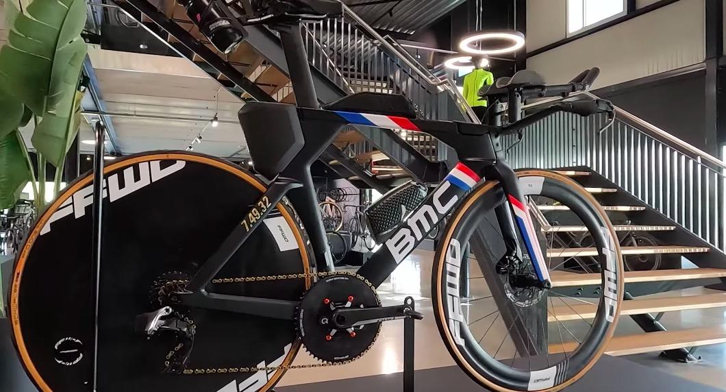 Nederlands Kampioen Evert Scheltinga verrast met speciale 'sub-8' fiets